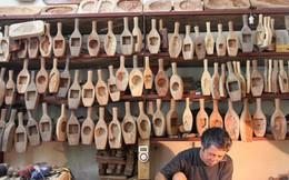 Ghé thăm người đàn ông 35 năm đẽo đục khuôn bánh Trung thu ở Hà Nội: Một khuôn gỗ đắt nhất giá 5 triệu