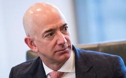 """Cấm dùng Powerpoint, """"làm việc ở đây không dễ đâu"""" và 7 ví dụ về phong cách quản lý không giống ai của Jeff Bezos"""