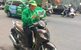 Chủ tịch Mai Linh bất ngờ ngồi SH chạy xe ôm