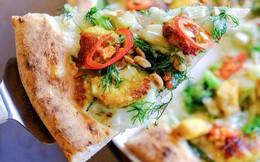 """Món mới của 4P's: Pizza chả cá - vừa mắm tôm vừa phô mai liệu có phải là chiếc pizza """"sai"""" nhất từ trước tới nay?"""