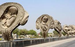 Qatar: 14 bức tượng khắc họa quá trình từ phôi thai đến trẻ sơ sinh bày nơi công cộng gây tranh cãi