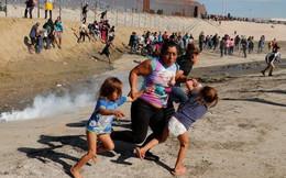 Mỹ đóng cửa biên giới với Mexico, dùng hơi cay ngăn dòng người di cư