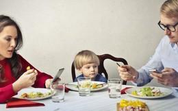 Nhà hàng tặng bữa ăn miễn phí cho gia đình không dùng điện thoại