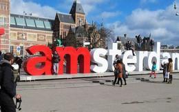 """Biểu tượng nổi tiếng """"I amsterdam"""" của thủ đô Hà Lan bị dỡ bỏ cho du khách đỡ phải chụp ảnh"""