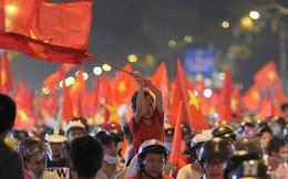 Kiếm bộn tiền nhờ bán cờ sau trận bán kết lượt về Việt Nam - Philippines