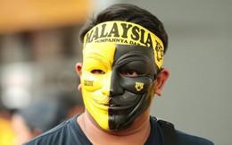 """CĐV Malaysia trưng khẩu hiệu chào mừng fan Việt Nam tới """"địa ngục"""""""