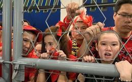 Đề nghị Malaysia bồi thường cho CĐV Việt Nam xem bóng đá qua hàng rào