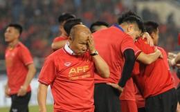 Giây phút HLV Park Hang-seo nhảy cẫng lên như đứa trẻ rồi òa khóc khi các học trò giành chức vô địch