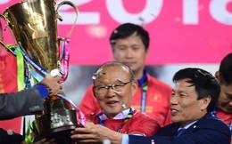 """Sau khi Việt Nam vô địch AFF Cup, quê hương của ông Park vui như ngày hội, hàng trăm trẻ nhỏ vỗ ngực tự hào về """"Ngài ngủ gật"""""""