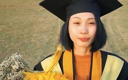 """Cô gái ung thư 22 tuổi từng diễn vai về chính cuộc đời mình bật khóc ngày nhận bằng tốt nghiệp: """"Ước mơ của mình đã thành hiện thực rồi"""""""