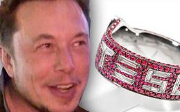 Elon Musk bất ngờ được tặng nhẫn bạch kim hột xoàn Tesla trị giá 930 triệu đồng
