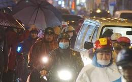 Vì sao đường phố Hà Nội ùn tắc như nêm chiều nay?