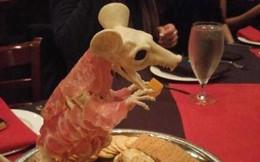 """Những pha trình bày món ăn như… muốn đuổi khách đi của các nhà hàng """"dị"""" nhất thế giới, cẩn thận xem xong """"nghẹn""""!"""