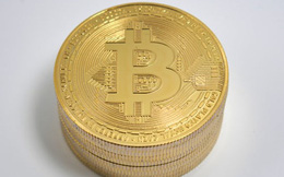 Thị trường tiền ảo 'rực cháy', Bitcoin lại lao dốc