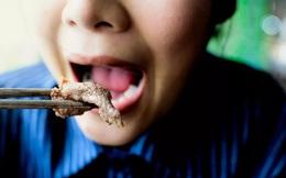 """Ung thư từ miệng mà ra: 7 thói quen ăn uống kích thích tế bào ung thư """"trỗi dậy"""", phát triển cực nhanh"""