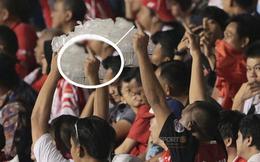 Cổ động viên Indonesia giơ ngón tay thối, hướng về phía ban huấn luyện của U22 Việt Nam khi thầy Park chỉ đạo