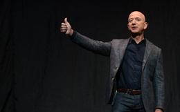 """10 năm Jeff Bezos, ông trùm đế chế Amazon: Sự nghiệp, tình ái, """"đầu hói"""" và vinh quang"""