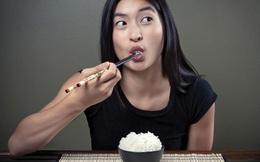 Bác sỹ cho biết: Bí quyết ăn ít cơm đúng cách có thể sống thêm được 20 năm!