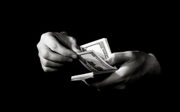 """""""Nô lệ tín dụng"""": Cơn nghiện ngày càng nặng của nền kinh tế số 1 thế giới"""