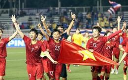 """Đội tuyển bóng đá nữ Việt Nam nhận """"mưa"""" tiền thưởng từ doanh nghiệp địa ốc, ngân hàng"""