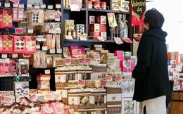 Sau hàng thế kỷ chịu đựng, phụ nữ Nhật bắt đầu nổi giận vì cứ đến Valentine lại phải chi hàng nghìn yên để mua socola tặng nam giới