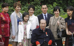 Giấy phép kinh doanh sắp hết hạn, trùm sòng bài 97 tuổi cùng 4 bà vợ và 17 người con đứng trước thách thức hồi sinh đế chế casino hùng mạnh nhất Macau