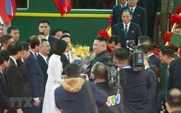 Nữ sinh tặng hoa Chủ tịch Kim Jong-un: Ông có sức hút đặc biệt