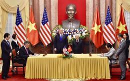 Tổng Bí thư - Chủ tịch nước Nguyễn Phú Trọng và Tổng thống Mỹ Donald Trump chứng kiến lễ ký kết mua 10 máy bay Boeing 787-9 Dreamliner của Bamboo Airways