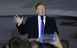 """Sau buổi họp báo giữa đêm của Triều Tiên, ông Trump có bài phát biểu """"bất thường"""" trên đường trở về Mỹ"""
