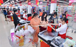 Từ hàng dài người xếp hàng chờ tại quầy thanh toán đến cuộc đua giải pháp ở lối ra các siêu thị