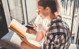 Thói quen đơn giản giúp người trẻ làm giàu nhưng ít ai dám thử: Mạnh dạn xin sếp tăng lương, tự pha cà phê tại nhà và đọc sách mỗi ngày