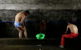 """Trung Quốc làm """"cách mạng bồn cầu"""" quyết liệt không kém gì Bill Gates: Chi hơn 1 tỷ USD để xây 10 triệu nhà vệ sinh mới ở nông thôn"""