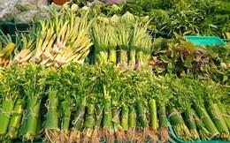 Một đại gia bán lẻ Việt dùng lá chuối thay nilon bọc thực phẩm, free nước lạnh/trà đá cho khách hàng những ngày nắng nóng