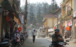 """Sa Pa những ngày """"khát khô"""" nhất lịch sử: Đường phố oi bức khói bụi, khách sạn ế ẩm vì thiếu nước sinh hoạt"""