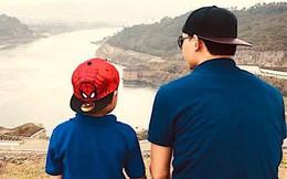 """""""Bác sĩ nghìn like"""" Trần Quốc Khánh dặn dò con trai: Không bao giờ để cuộc đời mình phụ thuộc hoàn toàn vào một nguồn thu nhập nhưng đừng là nô lệ của đồng tiền!"""