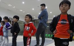 Khổ như làm con của bố mẹ Trung Quốc: Người lớn bỏ việc ở quê đổ xô đến 'lò' đào tạo mẫu nhí, bắt con học 10h/ngày để mong ngày nổi tiếng sẽ có 'lương nghìn đô'