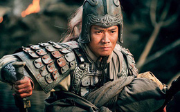 Là một danh tướng trí dũng song toàn, nhưng suốt mấy chục năm Triệu Vân không được trọng dụng; trước khi lâm chung, Lưu Bị hé lộ chân tướng
