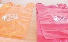 Startup Ấn Độ sáng chế thành công sản phẩm giống hệt túi nhựa nhưng có thể tan trong nước ấm và ăn được