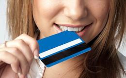 Nghiên cứu của ĐH Newcastle: Cứ 1 tuần trôi qua, mỗi người lại ăn vào lượng nhựa đủ để ép 1 chiếc thẻ ngân hàng!