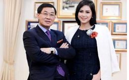 """Chuyến bay định mệnh của """"vua hàng hiệu"""" Johnathan Hạnh Nguyễn và """"bà trùm"""" ngành thời trang"""