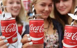 """Trăm năm dâu bể của Coca-Cola: Từ sự nhẫm lẫn """"thần thánh"""" trong pha chế đến màn """"cướp ngôi"""" chớp nhoáng và """"cú lừa"""" ngoạn mục để tạo ra chai Coca ngày nay"""