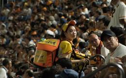 """Đâu chỉ mỗi Việt Nam, ở Nhật cũng có hẳn nghề bán bia hơi """"dạo"""" với các chị em xinh tươi cực chuyên nghiệp"""