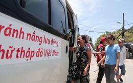 Xe buýt có khăn lạnh, nước mát miễn phí cho người dân tránh nóng ở Hà Nội
