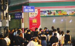 Hết hồn cảnh xếp hàng dài cả km lúc 3h sáng để chờ mua bánh mì dân tổ ở Hà Nội
