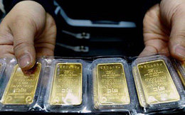 """Sau đợt """"sóng"""" lớn, doanh nghiệp giảm mạnh giá bán vàng"""