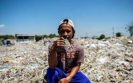 Tạo ra mức thu nhập không tưởng, ngôi làng nghèo coi rác là 'kho báu', mỗi tháng nhập 35.000 tấn