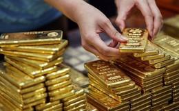 """Giá vàng """"tăng sốc"""", nên đầu tư như thế nào để sinh lời?"""