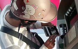 Người nước ngoài gắn vật thể lạ vào trụ ATM ở Sài Gòn