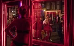 """Hà Lan đại chiến """"phố đèn đỏ"""": Chính quyền tính quy hoạch lại, gái mại dâm muốn công bằng"""