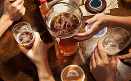 Rượu bia nhiều rất hại sức khỏe, đặc biệt 5 nhóm người sau lại càng phải hạn chế triệt để